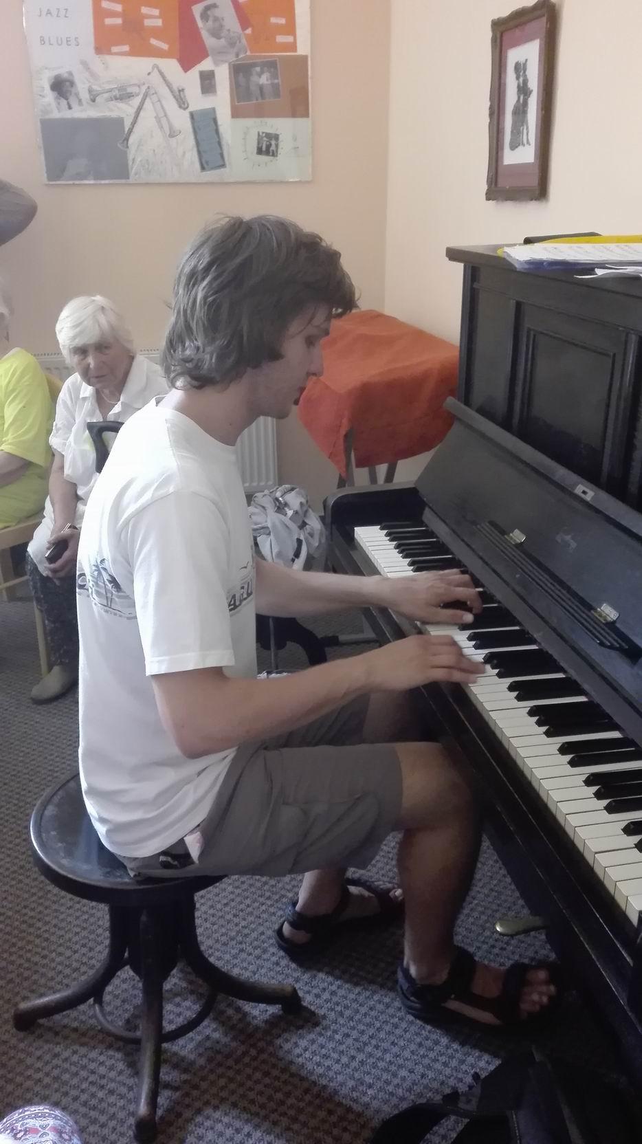 Hudba pomáhá