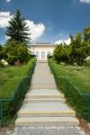 schodiště k hlavnímu vchodu